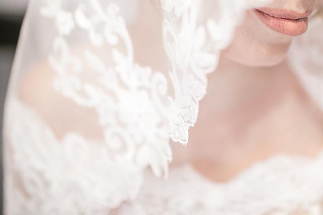 Mezi svatební zvyky patří také nevěsta zahalená závojem